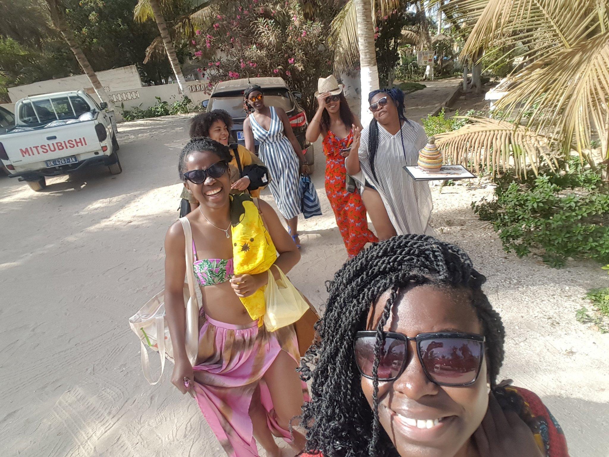 we-sisterhood-dakar-20-lac-rose-retba-groupe-femmes-noires-selfie