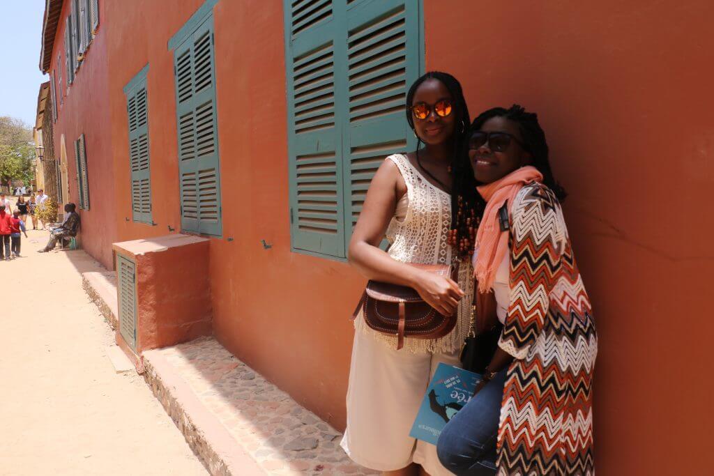 we-sisterhood-dakar-22-goree-femmes-noires-arhictecture-ocre