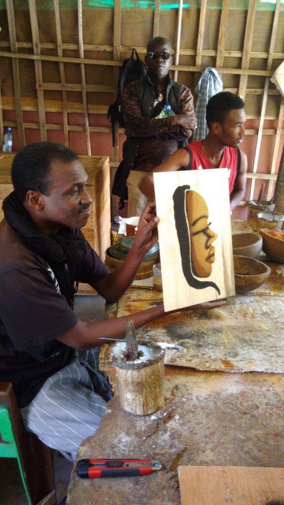 we-sisterhood-dakar-25-goree-peinture-sables-art-africain